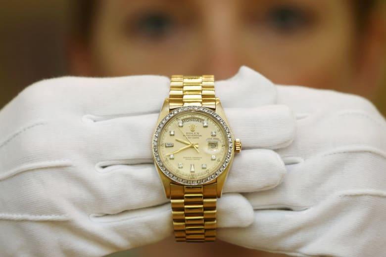 اقتنِ ساعة رولكس فاخرة بـ 2000 دولار سنوياً!