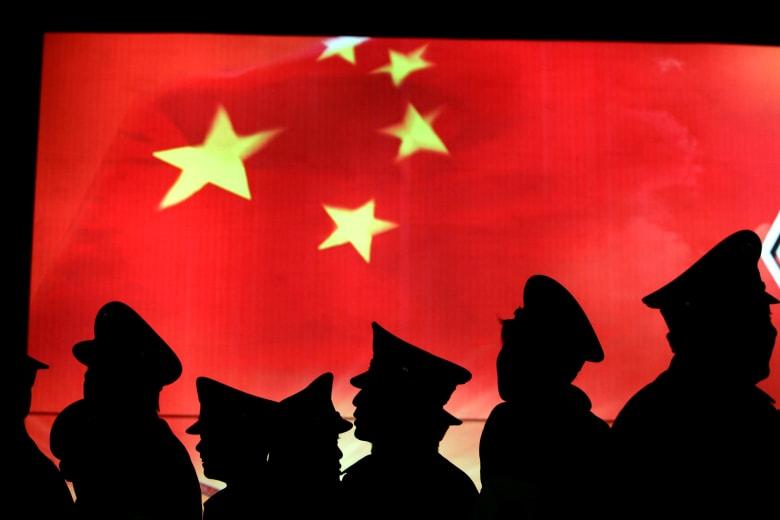 """بكين ترسل عملائها لتوقيف المتهمين بأمريكا.. واشنطن غاضبة والصين تتذرع بـ""""صيد الثعالب"""""""