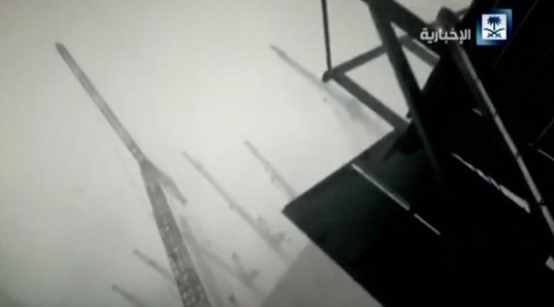 بالفيديو.. شاهد الرافعة أثناء سقوطها في الحرم المكي