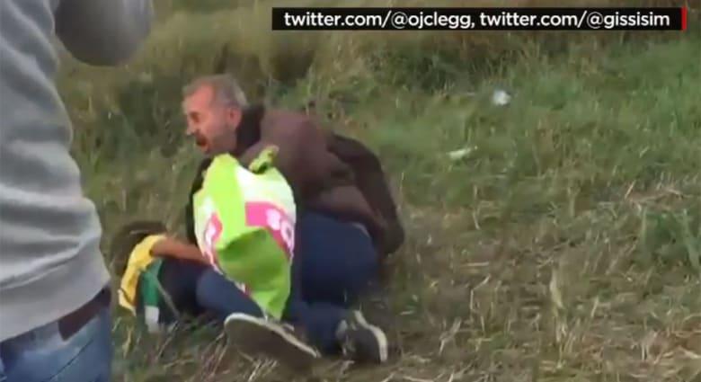 أسامة الغضب.. لاجئ سوري أسقطته مصورة مجرية مع ابنه يقول لـCNN: الله سيعاقبها وطفلي ظل مريضا لأيام