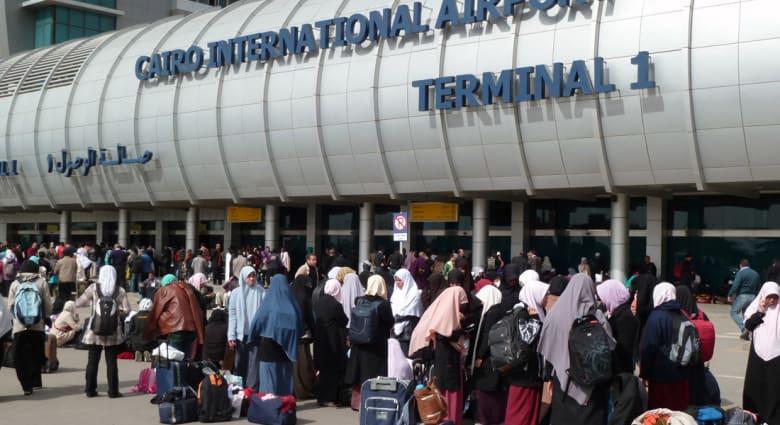 """تدريبات عسكرية """"غير معلنة"""" تتسبب بإغلاق """"مؤقت"""" لأجواء مطار القاهرة لليوم الثالث"""