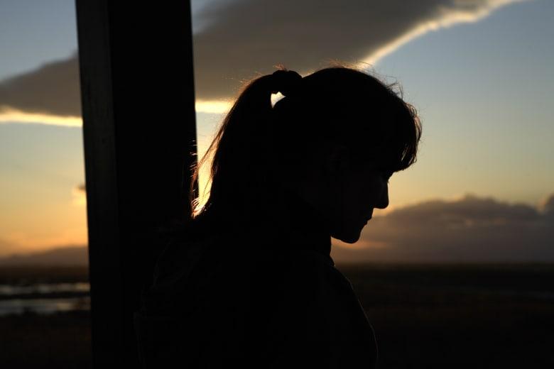 المقارنة بالآخرين ومحاولة إرضائهم والندم وغيرها... كيف تتخلص من العادات الذهنية المؤذية؟