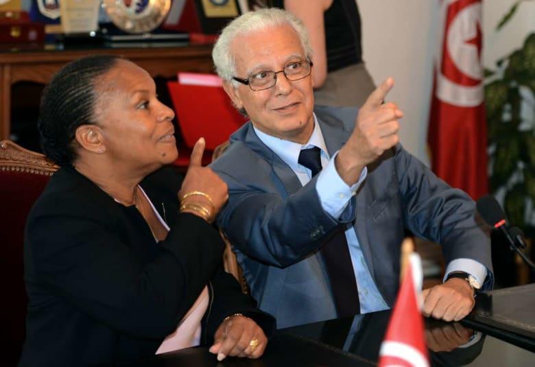 """الحكومة التونسية تُقيل وزير العدل وتكلّف """"الدفاع"""" بالإشراف على مهامه"""