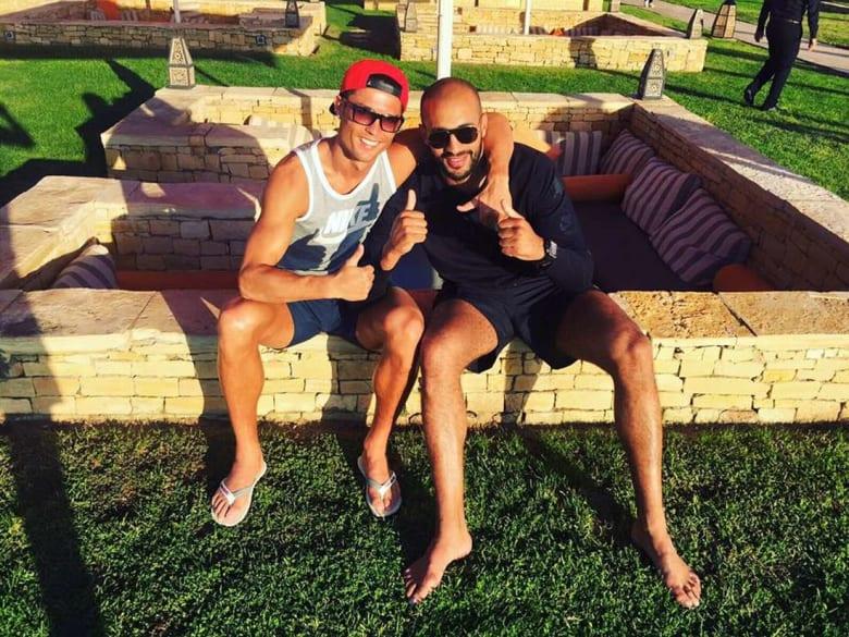 رونالدو يعود إلى المغرب للقاء صديقه بدر هاري ونجوم العالم.. ويؤدي مصاريف عشاء بآلاف الدولارات
