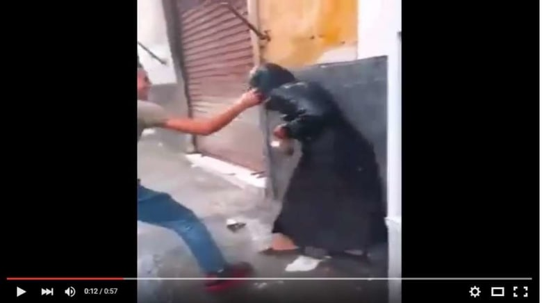 بالفيديو.. اعتداء شباب على سيدة في احتفالات عاشوراء بالدار البيضاء يخلق ضجة واسعة