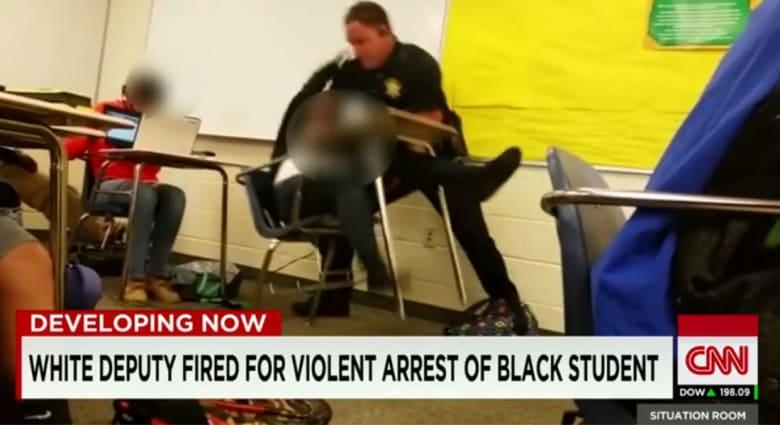 """شرطي يطرح طالبة أرضاً في أمريكا.. ومحاموه: """"تصرفه مبرر وقانوني"""""""
