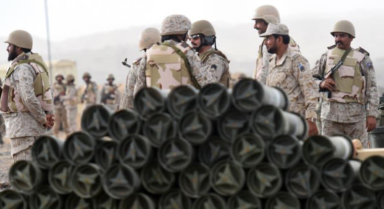 """مقتل جندي سعودي بـ""""مقذوفات"""" من اليمن والحوثيون يعلنون تدمير راجمة صواريخ بعسير"""