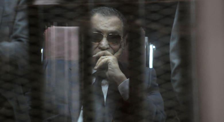 """مبارك وحيداً في قفص الاتهام للمرة الأخيرة بـ""""قضية القرن"""" أمام محكمة النقض"""