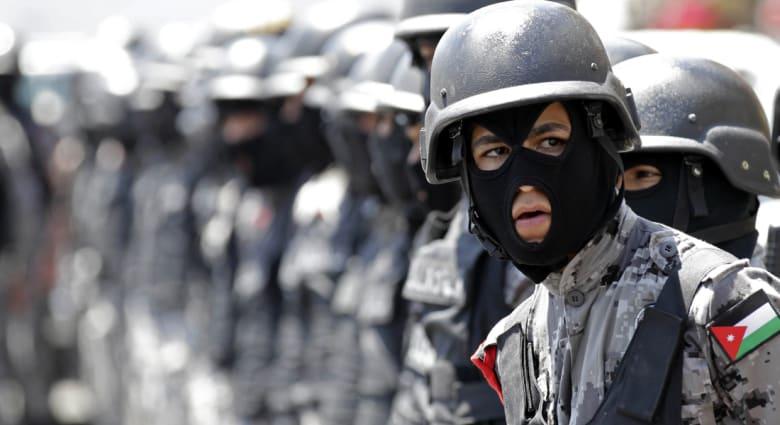 مصدر لـCNN: نقيب بالشرطة الأردنية يطلق النار ويقتل متعاقدين أمريكيين ويصيب آخرين شرق عمان