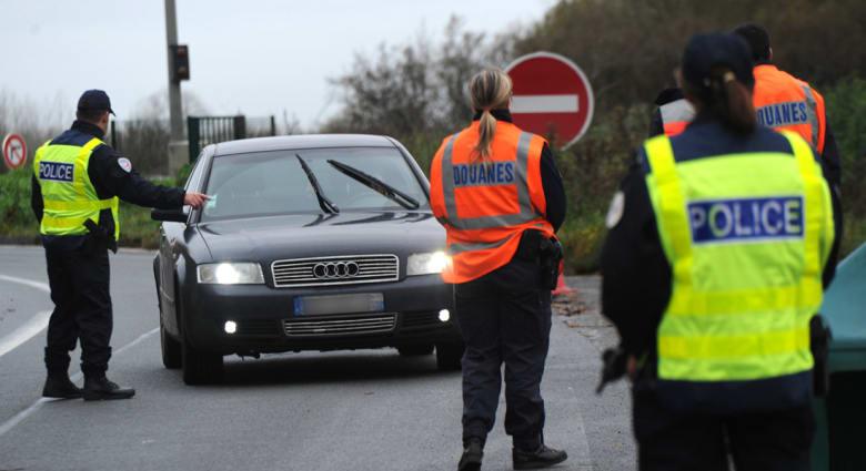 الادعاء العام البلجيكي لـCNN: اثنان من منفذي هجمات باريس عاشا في بروكسل.. والأمن الفرنسي يعثر على سيارة مهجورة بها 3 أسلحة رشاشة