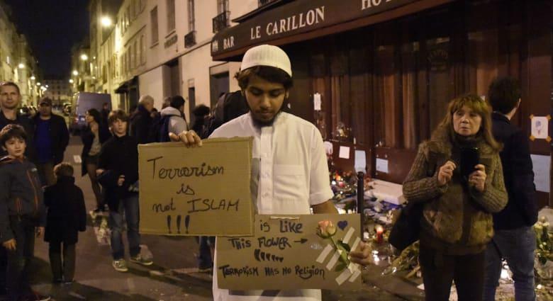 """حريق """"متعمد"""" بمسجد في كندا.. وتهديدات لمركز إسلامي ومساجد بولاية فلوريدا الأمريكية بعد هجمات باريس"""
