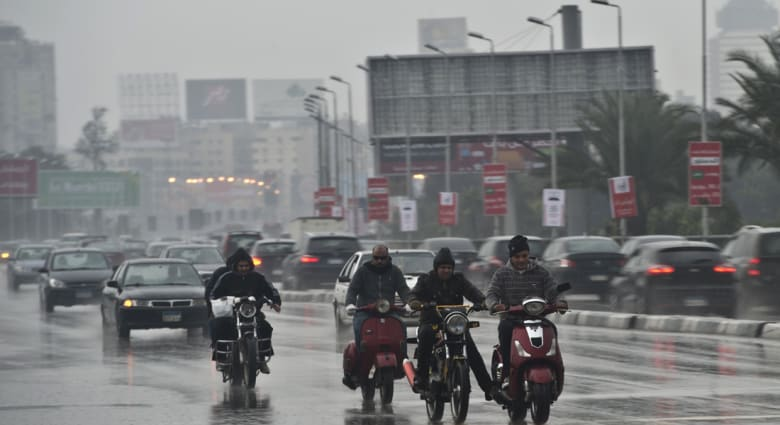 موجة طقس سيء تضرب مصر مجدداً.. إغلاق موانئ المتوسط وغرق الآلاف في ظلام دامس