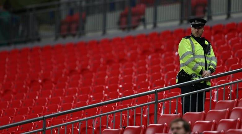 مجرّد شائعة.. قصة حارس أمن نسب له الإعلام إنقاذ 80 ألفًا من الموت في ملعب باريس