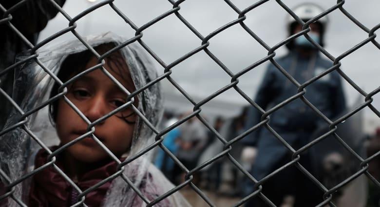 بعد هجمات باريس.. 16 ولاية أمريكية تعلن عدم استقبال لاجئين من سوريا و5 ولايات فقط مازالت ترحب بهم