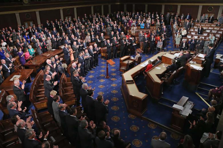هل يتسبب الجدل حول برنامج استقبال اللاجئين السوريين بتعطيل الحكومة الأمريكية؟