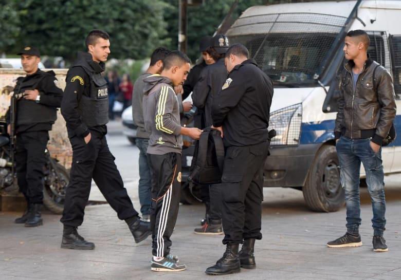 تونسيون يقضون ليلتهم في مدرسة خوفًا من هجمات إرهابية مماثلة لما وقع للطفل الراعي