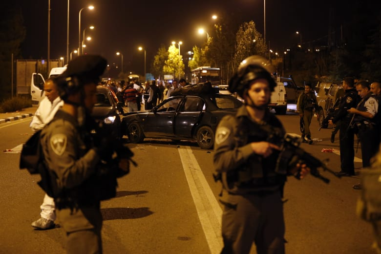 مقتل 5 أشخاص بينهم أمريكي في إطلاق نار ودهس وطعن في الضفة وتل أبيب