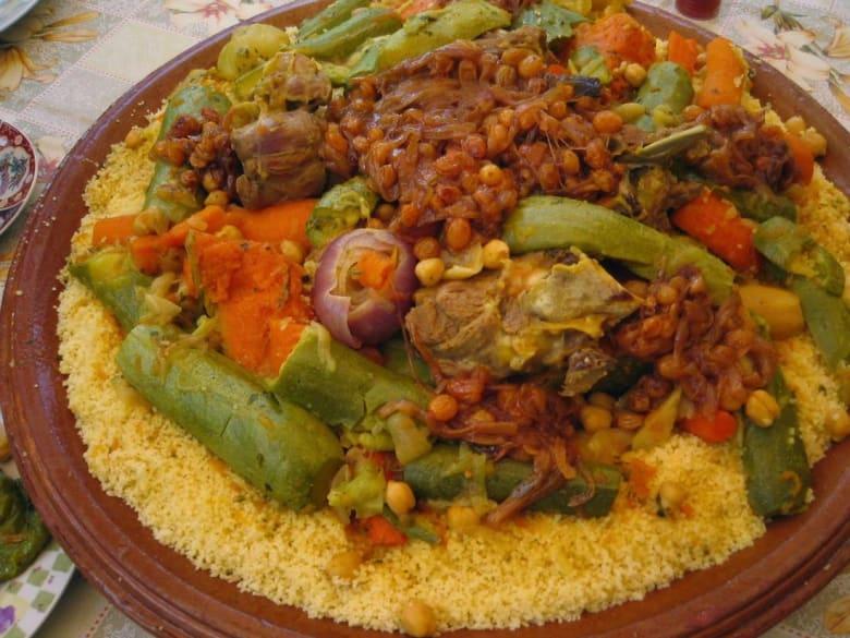 """مغاربة يدعون إلى تبادل """"كسكس الأخوة"""" للرّد على """"الإرهاب"""" ونشر ثقافة العيش المشترك"""
