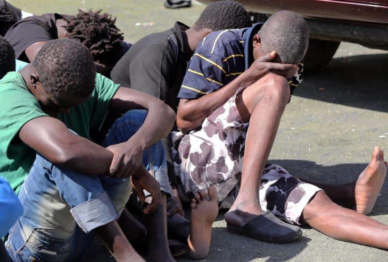 مصرع 18 مهاجرًا من جنسيات إفريقية مختلفة وجُرح 37 في حريق بمركز استقبال جزائري