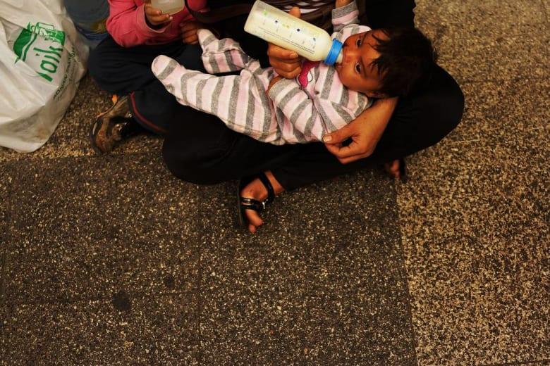 في ليبيا ما بعد القذافي.. آلاف المتسوّلين من مصر وسوريا يجوبون الشوارع