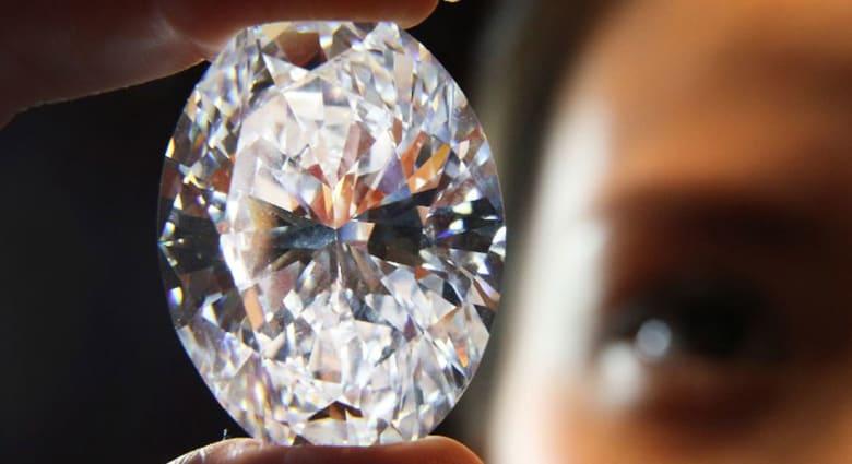 تعرّف إلى المادة التي يشع بريقها أكثر من الماس