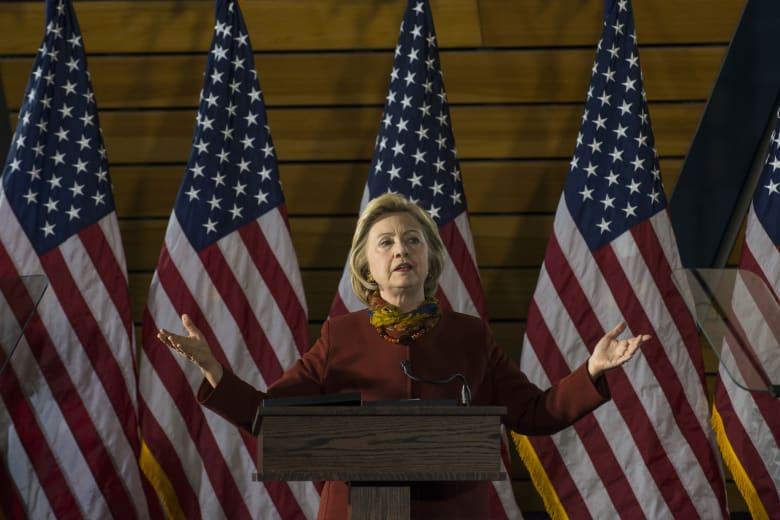 """هيلاري كلينتون تقدم خطة للقضاء """"داعش"""" والحد من التطرف"""