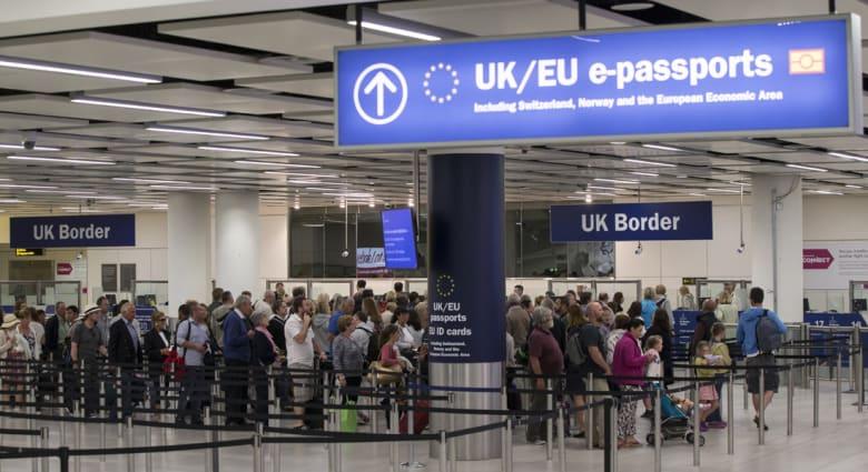 منع أسرة مسلمة من السفر من بريطانيا إلى أمريكا.. وأحد أفرادها لـCNN: المنع بسبب ديانتنا ودعوة ترامب