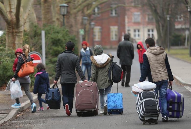ألمانيا توظف 8500 مدرس لتعليم المهاجرين: لدينا أمثلة من اللاجئين هم الأفضل بالدراسة