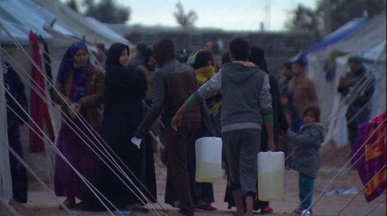 بالفيديو: CNN داخل مخيم خارج الرمادي لعائلات نجت من التحول لدروع بشرية لدى داعش