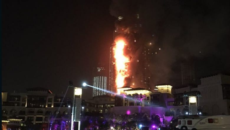 """بالفيديو.. حكومة دبي: حريق في فندق """"العنوان"""".. وإصابة 16 شخصا"""