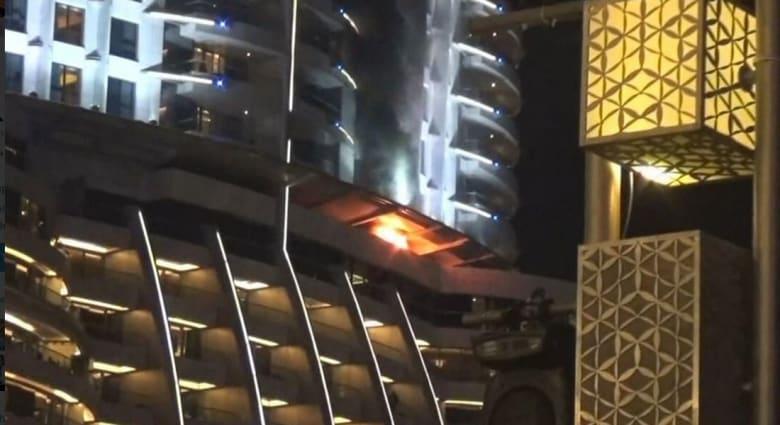 """ضاحي خلفان ينشر صورة لما """"بدأ"""" الحريق بفندق """"العنوان"""" في دبي قبل انطلاق الاحتفال بالعام الجديد"""