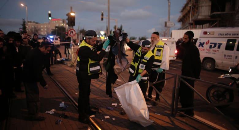 """إسرائيل.. إصابة شرطيين طعناً وفلسطيني بالقدس واستقالة مراقب أممي """"اضطرارياً"""""""