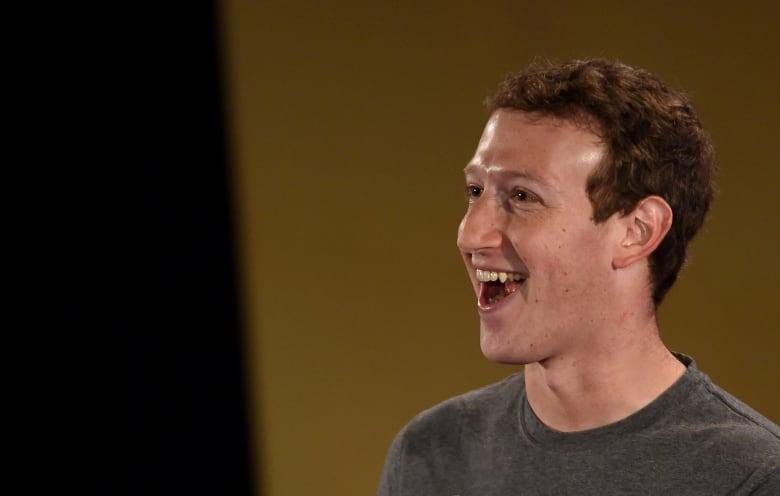 """مشوار 365 ميلا.. تعرف على آخر تحديات مؤسس """"فيسبوك"""" في 2016"""