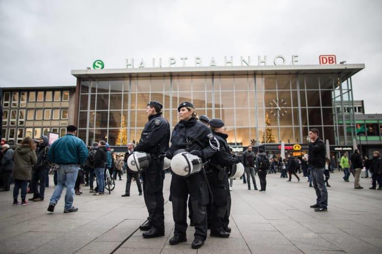 الشرطة الألمانية تتعرّف على 31 مشتبهًا بهم في الاعتداءات الجنسية لليلة رأس السنة.. بينهم 18 طالب لجوء