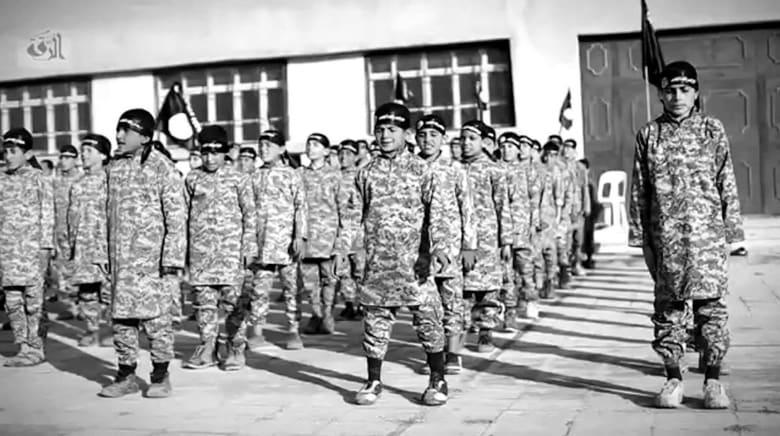 """بالفيديو: كيف يعيش المحاربون الصغار في """"جحيم الجهاد"""" تحت راية داعش؟"""