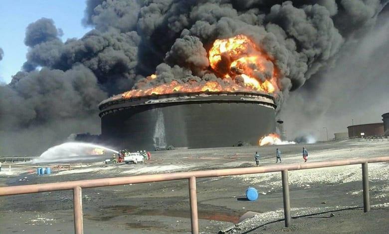 """هل تفقد ليبيا أهم مصدر للدخل إثر استهداف """"داعش"""" موانئ نفطها؟"""