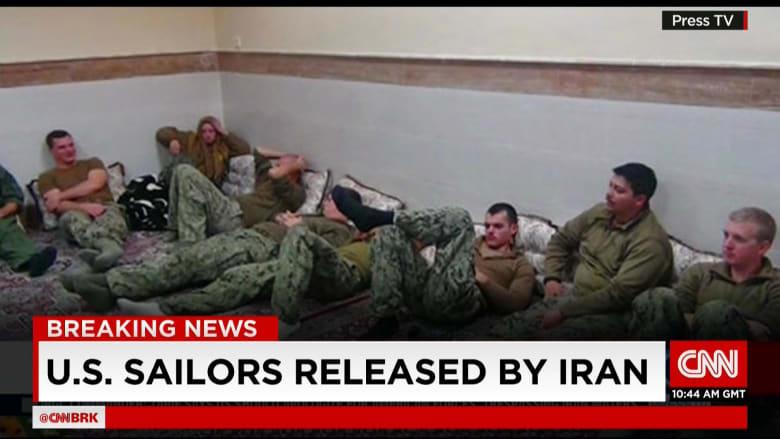"""مسؤول أمريكي: الإيرانيون أجبروا البحارة على """"التظاهر بالسعادة"""" وتعرضوا لـ""""ضغوط نفسية"""""""