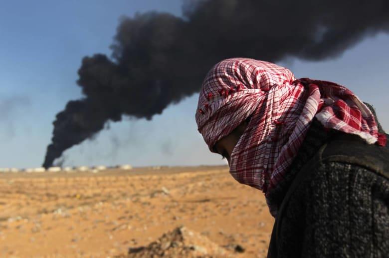 ليبيا: تفجير خزان نفطي في ميناء السدرة يشتبه أن داعش وراءه