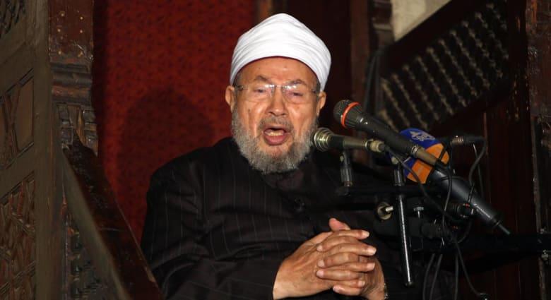 """القرضاوي يعيد تغريد """"ندمه"""" على محاولات التقارب مع الشيعة: يعتبرون الصحابة أكفر من أبي جهل"""