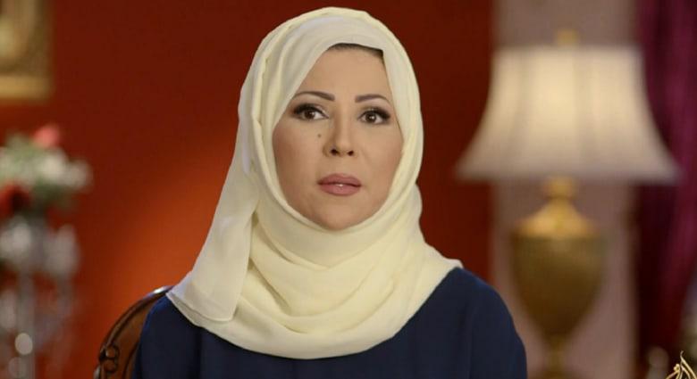 """صحيفة جزائرية تعتذر لخديجة بن قنة بسبب """"صورة فاضحة"""" ادّعت أنها لابنتها"""