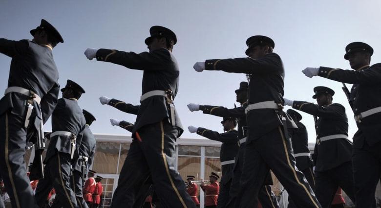 """سفير البحرين بلندن ينفي التصريح حول نية إرسال قوات برية لسوريا ويترك الأمر لـ""""الجهات المختصة"""""""