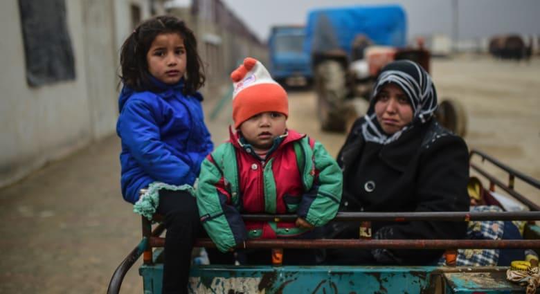 الصليب الأحمر: 50 ألف شخص هربوا من القتال في حلب.. والمرصد السوري: سقوط 500 قتيل منذ بدء هجوم قوات الأسد