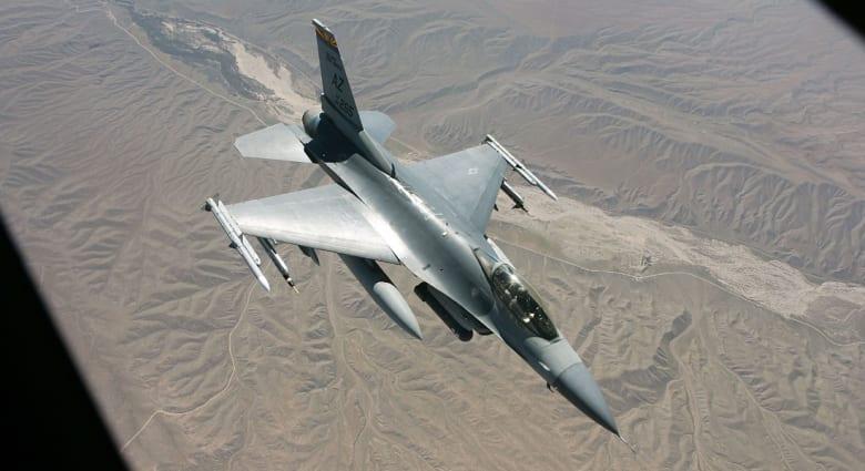 طائرة تزويد وقود أمريكي تنقذ مقاتلة F-16 فوق منطقة يسيطر عليها داعش