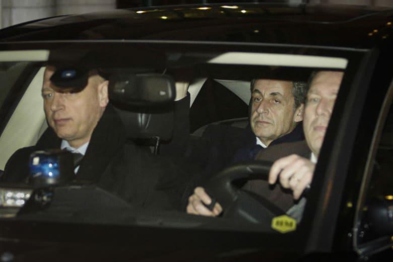 الادعاء العام الفرنسي: وضع ساركوزي قيد التحقيق.. والرئيس السابق لا يستبعد ترشيح نفسه للرئاسة في 2017