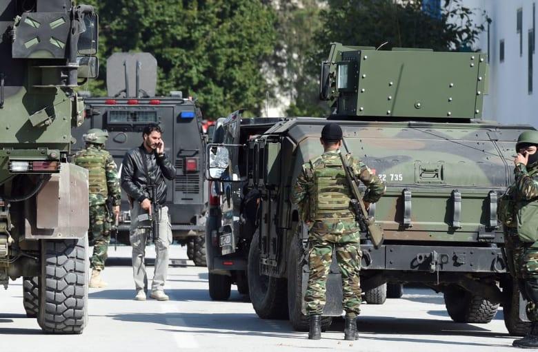 """فرض حظر تجول بمدينة بن قردان التونسية بعد مصرع """"إرهابيين"""" ومدنيين"""