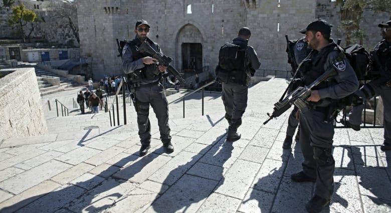 إسرائيل: مقتل أمريكي بحادث طعن قرب موقع لقاء بايدن مع بيريز في تل أبيب