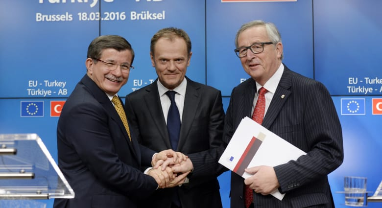 اتفاق بين تركيا والاتحاد الأوروبي لوقف تدفق اللاجئين.. وداود أوغلو: نحاول منع الموت في بحر إيجة