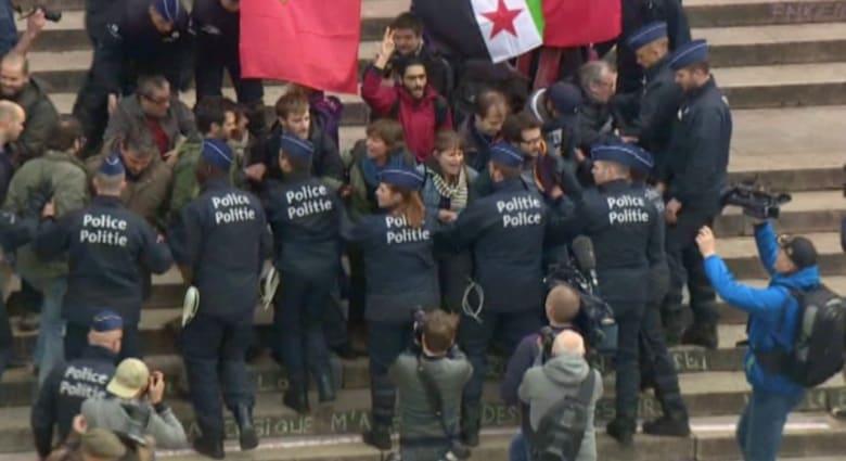 بالفيديو: اعتقال 140 متظاهرا في العاصمة البلجيكية.. ومطار بروكسل يعود للعمل جزئياً الأحد