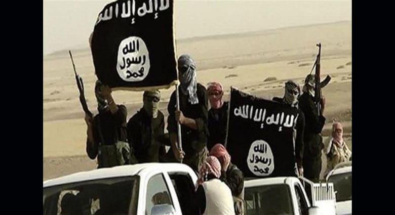 """معارضون سوريون: داعش يصلب شابا في شوارع الرقة لاتهامه بـ""""التعامل مع التحالف"""" الدولي"""