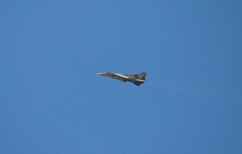 سوريا: إسقاط طائرة سورية حربية فوق ريف حلب بصاروخ أرض-جو